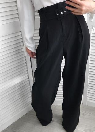 Широкі брюки з високою посадко, трендовий ремінь, недавня колекція