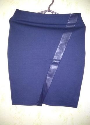 Крутая темно синяя юбка карандаш миди с эко кожей