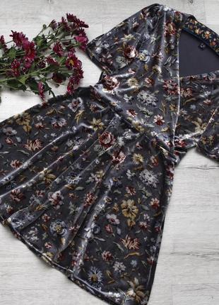 Прекрасное бархатное платье на запах в цветочный принт new look