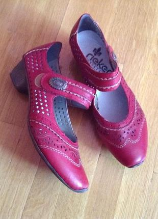 Ультралегкие красные туфли rieker 37-38 р. кожа туфлі шкіра