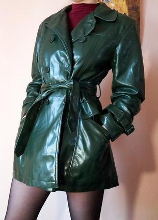 Лаковый виниловый кожаный тренч бутылочный зеленый цвет