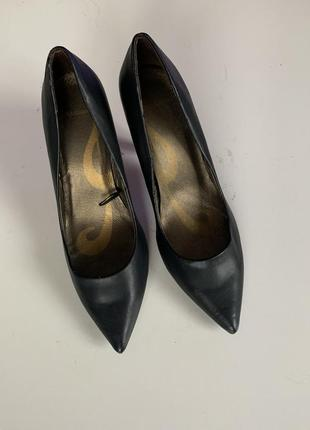Туфли лодочки на среднем каблуке стелька 26,5 см