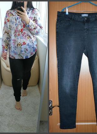 Стильные джинсы с небольшими рванками и потертостями, р. 18.