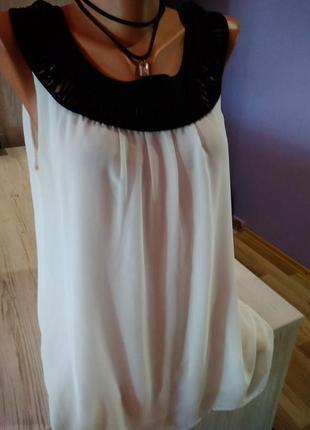 Стильная шифоновая блузка на подкладке,красивая вставка вокруг шеи.без дефектов.