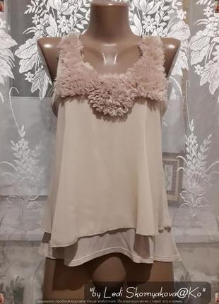 Симпатичная нарядная маечка нежного персикового цвета с украшением, размер с-ка