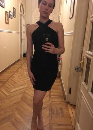 Облегающие черное платье мини