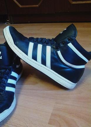 Брендовые,кожаные кросовки,ботинки,сникерсы,бутсы,37р.от бренда adidas.