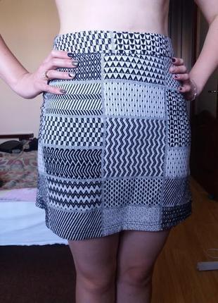 Плотная короткая юбка с орнаментом на замочке хлопок 10 р