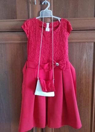 Нарядное платье с сумочкой.