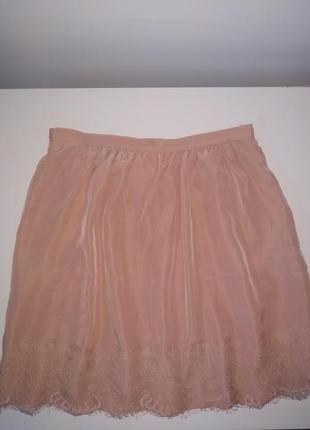 Короткая юбка с кружевом пудра