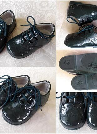 Шикарні лакові туфлі на маленького модника