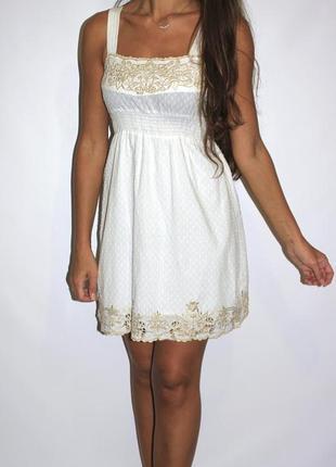 Белое платье с вышивкой, есть пояс и подкладка ! красивое