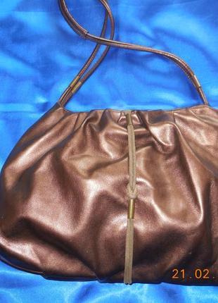 Яркая  сумочка- баул  цвета шоколад.
