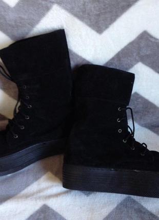 Сапоги чёрные натуральный замш на танкетке на шнуровке демисезонные ботинки