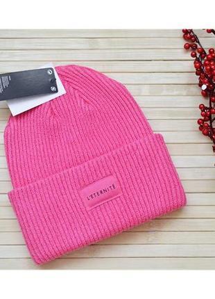 Крутая ярко-розовая вязаная шапка бинни с нашивкой h&m новая
