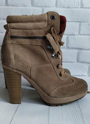 36-37р замша!новые s.oliver германия бежевые ботинки на платформе и каблуке