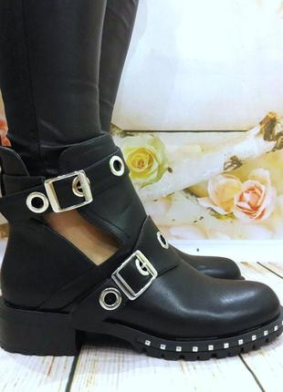 Женские демисезонные черные ботинки