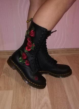 Бомбезные сапоги ботинки кожа с вышивкой dr.martens оригинал из сша 9f2a0b1db2691