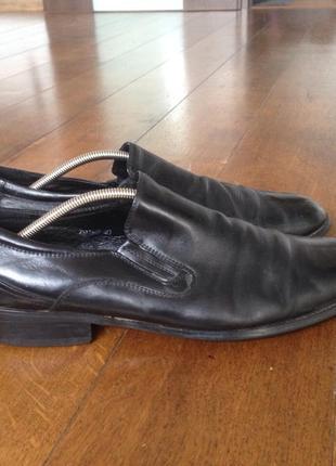 Туфли  кожа р. 40, но большемеря на стопу 26.5 см.