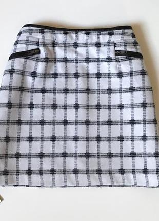 Тёплая юбка с декоративными замочками