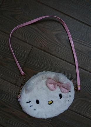Сумка сумочка helloy kitty в отличном состоянии  очень красивая  оригинал