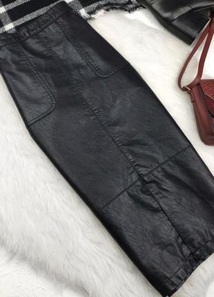 Шикарная кожаная миди юбка с разрезом и карманами спідниця міді під шкіру