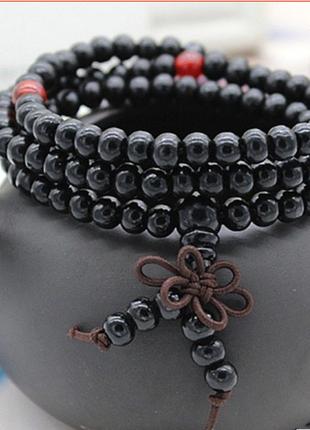 Необычной черный браслет из сандала