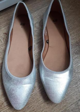 Серебристые балетки туфельки лодочки  h&m 41 размер