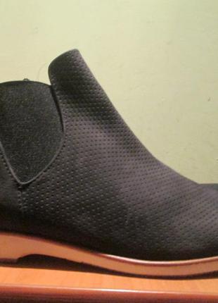 Ботинки челси tamaris р.42.натур.нубук .оригинал(легкое б/у)