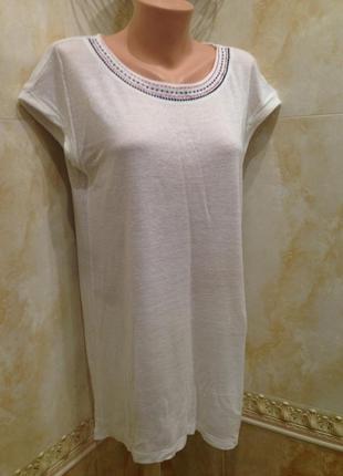 Длинная белая футболка туника с орнаментом