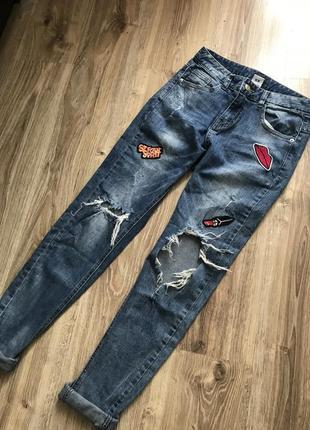 """Стильні джинси при покупці """"двох """" речей """"третя """" в подарунок"""