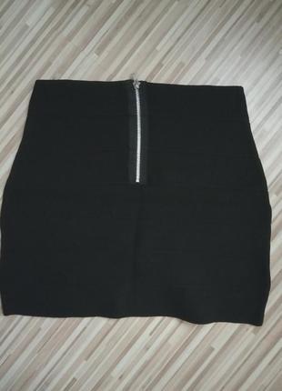 Oggi маленькая черная юбочка