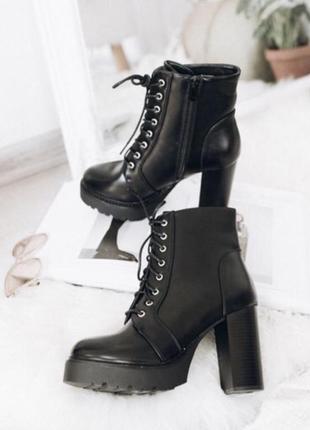 Продам ботинки новые на шнуровке