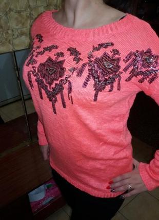Стильный свитер тонкой вязки,украшенный паетками! качество турция