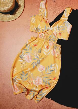 Тотальная распродажа! красивейшее платье с вырезами по бокам