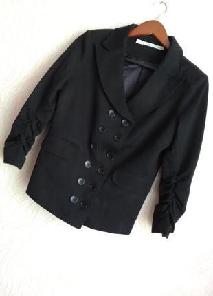 Красивый модный пиджак gibson
