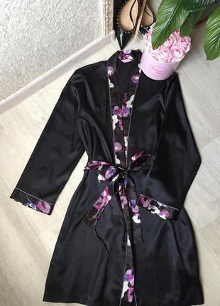 Очень красивый фирменный атласный халат
