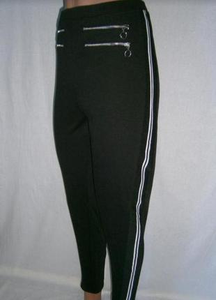 Актуальні брюки з лампасами