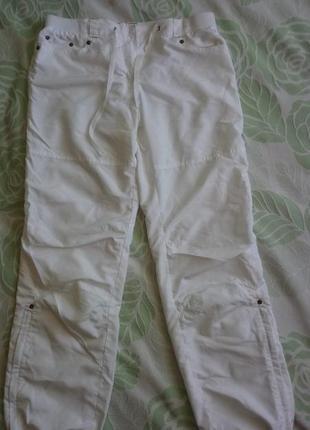 Дуже класні білі спортивні штани, м. спортивные штаны.