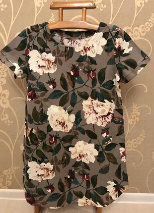 Огромный выбор красивых и стильных платьев.1 фото