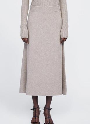 Трикотажная юбка длины миди, в составе есть шерсть, размер m