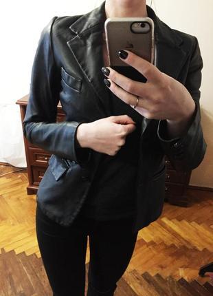 Бомбезний натуральний шкіряний піджак від zara