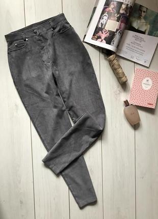Серые вельветовые мом джинсы