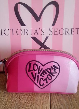 Шикарная косметичка victoria's secret.