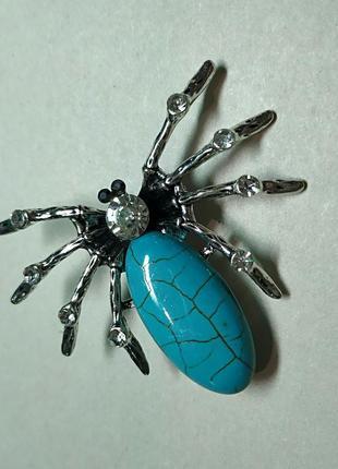 Брошь паук с бирюзой