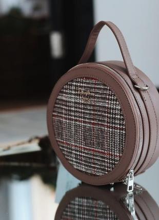 Стильная круглая сумочка от david jones