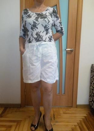 Стильные беленькие шорты с карманами. размер 20.