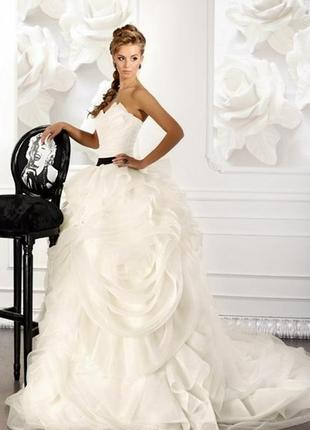 Ефектне весільне плаття