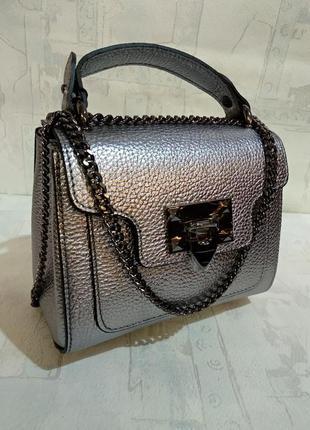Небольшая кожаная сумочка, красивый цвет!