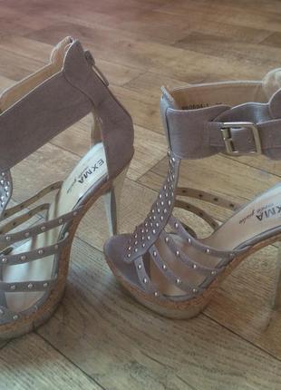 Модные босоножки на высоком каблуке с ремешками 35 размер